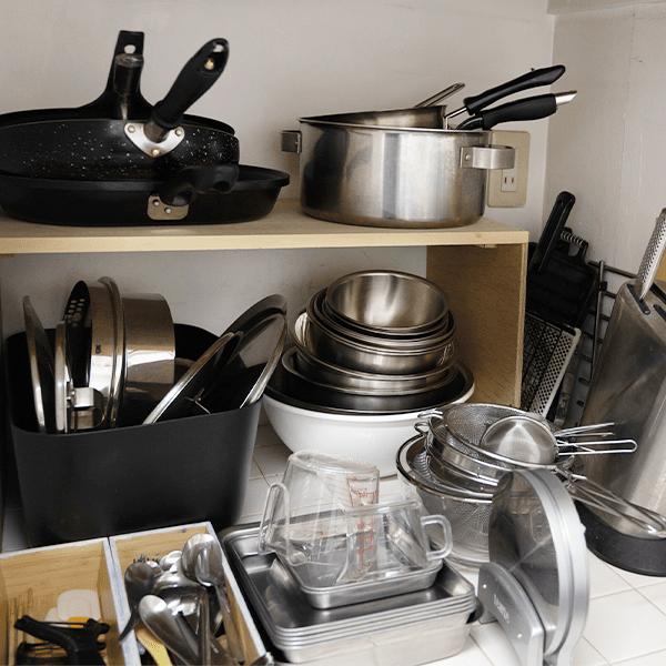 キッチン備品は、仕事をご一緒した料理家の皆さまと相談して便利に使えるように揃えました。